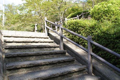 皇子山稲荷への裏参道−1.jpg