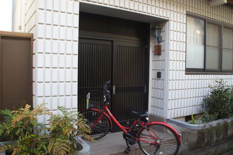 稽古場の入り口.jpg