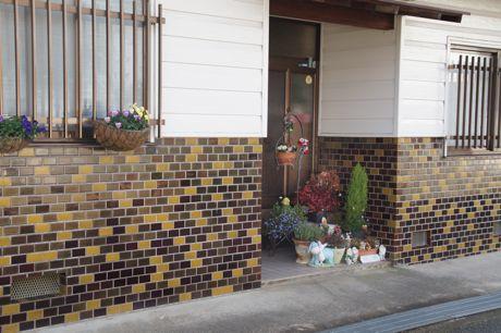 お家の玄関前−2.jpg