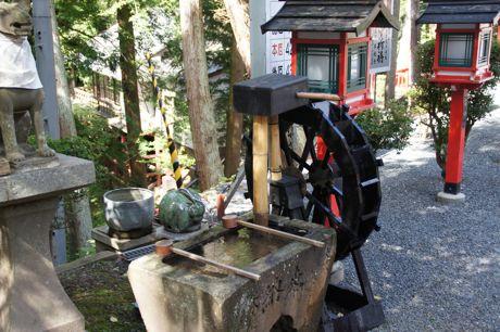 稲荷のお手洗い.jpg