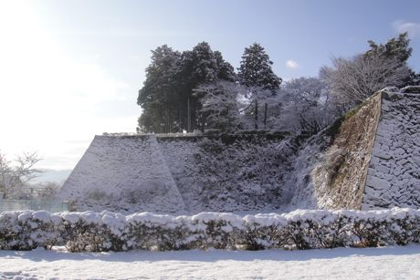 雪の城跡−3.jpg